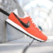 827921-800_AmorShoes-Nike-Air-Pegasus-83-naranja-Max-Orange-Logo-negro-black-off-white-827921-800-14-1-800x683
