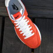827921-800_AmorShoes-Nike-Air-Pegasus-83-naranja-Max-Orange-Logo-negro-black-off-white-827921-800-16-1-800x683